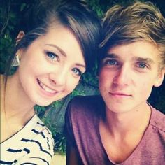 Joe sugg and zoe sugg Marcus Butler, Caspar Lee, Joe And Zoe Sugg, Joseph Sugg, Sugg Life, Youtube Vloggers, British Youtubers, Ricky Dillon, Joey Graceffa