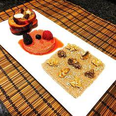 #porfinesviernes : hoy hemos madrugado mucho y para coger fuerzas hemos tomado este #delicioso #desayuno #fit  de #gachasdeavena con #frutas   _______________  #vidasana #fitfood #cleanfood #lifestyle #oatmeal #eatclean #sport #sports #meencanta #enjoy #vidasaludable #disfrutando #avena #health #oats #healthlyfood #eathealthy #saludable #fruits #breakfast #delicious #porridge #gourmetfit