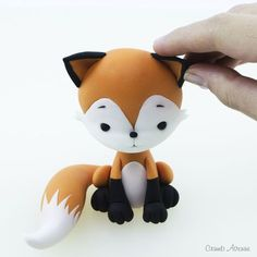 Thanks Paula! Thank you Joy! ❤️ A fox from my tutorial on a wedding cake? Fondant Cake Toppers, Fondant Figures, Fondant Cupcakes, Cupcake Toppers, Cake Topper Tutorial, Fondant Tutorial, Decors Pate A Sucre, Fox Cake, Woodland Cake