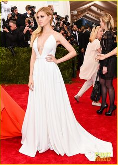 nicola peltz met gala 2015 01 Nicola Peltz kills it in her white gown while walking the red carpet at the 2015 Met Gala held at the Metropolitan Museum of Art on Monday (May 4) in New York City.…