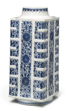 A blue and white 'soft-paste' 'cong' vase, Qing dynasty, 18th century