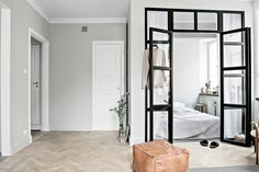 Great design for a studio apartment have a small industrial windowed off are for the bedroom Appartement Design Studio, Studio Apartment Design, Door Fittings, Tiny Apartments, Decoration Design, Home Decor Trends, Interiores Design, Cheap Home Decor, Apartment Living