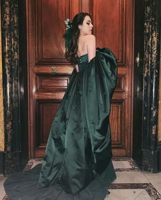Liz Gillies Sexy Beast – Page 5 – Actress Liz Gillies in her Sexiest Moments Elizabeth Gillies, Liz Gilles, Divas, Dynasty Clothing, Aesthetic Women, Green Gown, Fashion Beauty, Fashion Tv, Beautiful People
