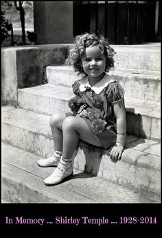Shirley Temple - my youngest can't stand her. Her sisters told her that Shirley Temple is the cutest kid ever! Vintage Hollywood, Classic Hollywood, Shirley Temple, Divas, Goldie Hawn, Jolie Photo, Hollywood Stars, Hollywood Icons, Hollywood Glamour