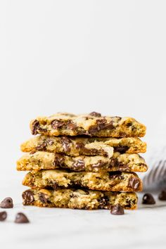 My new FAVORITE EASY chocolate chip cookie recipe! These bakery-style chocolate chip cookies are golden brown, thick, and gooey in the centers! Bakery Style Chocolate Chip Cookie Recipe, Gooey Chocolate Chip Cookies, Chocolate Chip Recipes, Gooey Cookies, Bar Cookies, Homemade Chocolate, Yummy Cookies, Bakery Recipes, Dessert Recipes