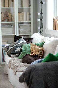 Green throw pillows, gold sequin pillow on white sofa, pretty! Bed In Living Room, Interior Architecture, Interior Design, Decorating Small Spaces, Eclectic Decor, Living Room Inspiration, Home Furniture, Sweet Home, New Homes