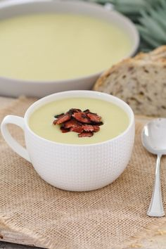 Potato & Leek Soup with Crispy Bacon – Conventional Method A creamy Potato & Leek Soup with crispy bacon that will be on the table in 30 minutes… the perfect winter soup recipe (both conventional and Thermomix recipe instructions are included below). Best Soup Recipes, Healthy Soup Recipes, Thermomix Recipes Healthy, Creamy Potato Leek Soup, Thermomix Soup, Lunch Box Recipes, Healthy Vegetables, Recipe Instructions, Eat