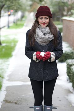 Heavy scarf & coat with dark leggings tucked into boots. Winter Wear, Autumn Winter Fashion, Winter Hats, Winter Style, Texas Winter, Dallas Wardrobe, Hunter Boots Outfit, Burberry Jacket, Street Chic