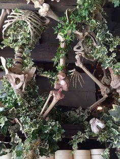 Is Vermiculite Safe For Organic Gardening Fall Halloween, Halloween Crafts, Halloween Decorations, Goth Home Decor, Diy Home Decor, Indoor Garden, Indoor Plants, Rogers Gardens, Skull Decor