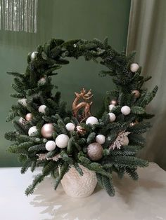 Christmas Flower Arrangements, Christmas Flowers, Christmas Art, Christmas Wreaths, Christmas Holidays, Christmas Ornaments, Country Christmas Decorations, Christmas Centerpieces, Xmas Decorations
