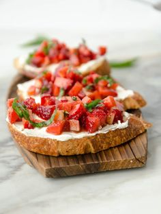 45 ideas appetizers crostini cooking for 2019 Cheese Appetizers, Finger Food Appetizers, Healthy Appetizers, Finger Foods, Appetizer Recipes, Paninis, Aperitivos Finger Food, Quick And Easy Appetizers, Easy Meals For Kids