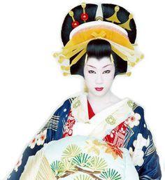 Taichi Saotome, a modern day kabuki onnagata, dressed as an Oiran.