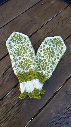 Ravelry: Rimfrost pattern by JennyPenny Mittens Pattern, Knit Mittens, Mitten Gloves, Hand Warmers, Fingerless Gloves, Ravelry, Knitting Patterns, Socks, Hats