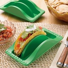 taco holders for Taco night! Finally, a mess-free way to assemble and serve tacos! Shells won't crumble in your hand when you fill them because they sit upright in these holders—and tacos will arrive at the table in one piece Taco Holders, Cool Inventions, Mets, C'est Bon, Kitchen Gadgets, Kitchen Stuff, Kitchen Tools, Kitchen Products, Smart Kitchen