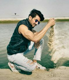 Jaan h tu ❤ Best Poses For Boys, Photo Poses For Boy, Girl Photo Shoots, Boy Poses, How To Look Handsome, Handsome Boys, Teen Celebrities, Celebs, Swag Boys