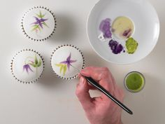 Cake Painting Tutorial, Cake Tutorial, Flower Tutorial, Garden Party Cakes, Cake Writing, Piping Techniques, Hand Painted Cakes, Pastry Art, Types Of Cakes