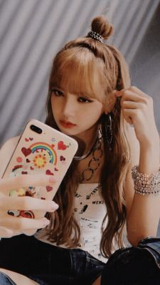 Im lisa Blackpink Kim Jennie, Kpop Girl Groups, Kpop Girls, Bts Kim, Lisa Blackpink Wallpaper, Wallpaper Lockscreen, Girl Wallpaper, Wallpapers, Mode Kpop