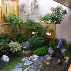 Small Garden Design Ideas That Can Pamper Your Eyes Japanese Garden Backyard, Japanese Garden Landscape, Small Japanese Garden, Japan Garden, Japanese Garden Design, Rooftop Garden, Zen Garden Design, Side Garden, Villa