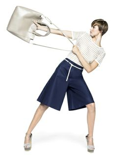 Shirt € 39,95 Pantskirt € 59,95 Shopper bag € 69,95 Sandals € 69,95