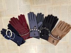 GLOVES ideas 🧤 #gloves #pois #bracalets #combination #pearls #blue #black #beige #grey #bordeaux #hat #winteroutfit #snowfall #newcollection #aw1718 #indaco #fashion #bojuà @centergross_official