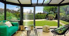 C'est le modèle le plus répandu et le plus sollicité du marché. Une veranda en aluminium est simple et son installation ne demande pas beaucoup de temps. Il faudra juste d'assembler les pièces fournies pour mettre l'ouvrage sur pied. L'installation d'une veranda alu apporte en effet un très bon niveau de résistance à l'eau et à la rouille.  la veranda alu est aussi réputé durable du fait de sa matière et de la solidité de sa structure. Son entretien est aus Decor, Garden Room, House Design, Room, Home, Windows, Outdoor Rooms, Modern, Indoor