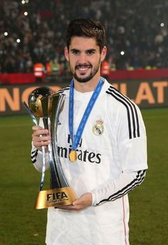Isco looking gorgeous with Club World Cup trophy 😏 Real Madrid Football Club, Real Madrid Players, Football Is Life, Best Football Team, Isco Alarcon Real Madrid, Paris Saint Germain Fc, Equipe Real Madrid, Madrid Wallpaper, Spanish Men