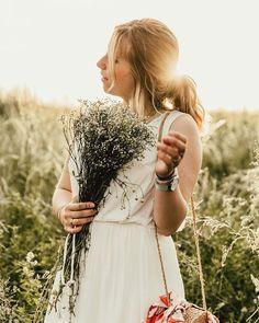 Ca y est ... Vacances ! Petit pincement au cœur aujourdhui de quitter mes collègues (chéris damour #bestteammm) et mes élèves mais les vacances vont nous faire du bien.    Photo @helloitsmaza #boho#bohostyle#bloggeuse#blogmode#blogueusemode#belgianblogger#brussels#field#photographymodel#flower#flowerpower#sunset#hollidays#vacay#sun#blondgirl#love