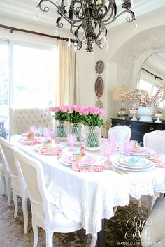 Home Decor Inspiration How to Set a Perfect Pink Easter Table with DIY Mini Floral Easter Baskets - Randi Garrett Design.Home Decor Inspiration How to Set a Perfect Pink Easter Table with DIY Mini Floral Easter Baskets - Randi Garrett Design Easter Table Decorations, Decoration Table, Centerpiece Decorations, Easter Decor, Pink Decorations, Easter Centerpiece, Easter Ideas, Cute Home Decor, Cheap Home Decor