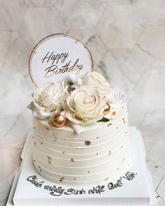 Nutella Birthday Cake, Buttercream Birthday Cake, White Birthday Cakes, Birthday Cake For Mom, Beautiful Birthday Cakes, Birthday Cakes For Women, Birthday Cake Toppers, Birhday Cake, Gold And White Cake