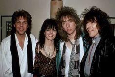 NEW YORK, NY - CIRCA 1989: Joan Jett & the Blackhearts backstage when Joan Jett & the Blackhearts pe... - Robin Platzer/Images/Getty Images