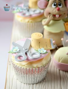 Cinderella Cupcakes - Cake International - Cake by The Clever Little Cupcake Company - CakesDecor Cupcakes Cool, Cake And Cupcake Stand, Cute Cakes, Cupcake Cookies, Yummy Cakes, Beautiful Cakes, Amazing Cakes, Cinderella Cupcakes, Cinderella 2015