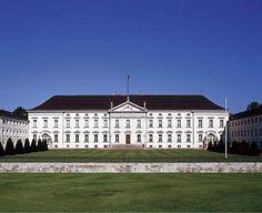 Schloss Bellevue Flagge Nationalflagge Sitz des Bundespräsidenten Staatsoberhaupt Berlin BRD Europa - jetzt bestellen auf kunst-fuer-alle.de