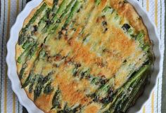 Easy Asparagus Bake -- I use nutritional yeast in place of Parmesan Parmesan Asparagus, Baked Asparagus, Asparagus Recipe, Asparagus Quiche, Fresh Asparagus, Side Dish Recipes, Vegetable Recipes, Vegetarian Recipes, Cooking Recipes