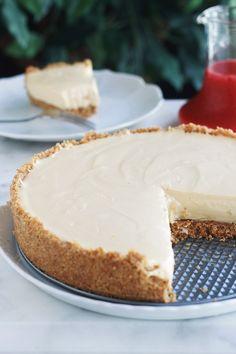 Cheesecake with fresh cheese and condensed milk (without baking) - Cheesecake Recipes Cheesecake Mousse Recipe, Chocolate Mousse Cheesecake, Cheesecake Pie, Cheesecake Recipes, Baking Recipes, Cookie Recipes, Bruchetta Recipe, Best Cheese, Vegan Cheese