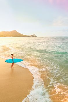 Considering taking a tropical vacation? Though every Hawaiian Island offers stunning beaches and scenery, Oahu is the most popular and vibrant option Hawaii has to offer. Explore these articles to learn about Oahu's many attractions. Dream Vacations, Vacation Spots, Tropical Vacations, Greece Vacation, Places To Travel, Places To See, Beach Trip, Beach Travel, Beach Bum