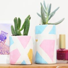 How to Make Mini Clay Plant Pots These mini clay plant pots are the perfect accessory for your tiny Art For Kids, Crafts For Kids, Diy Crafts, Plant Crafts, Adult Crafts, Crochet Robin, Planting For Kids, Mini Stockings, Crayon Holder