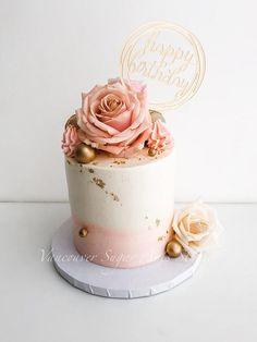 Simple buttercream fresh flower cake - cake by Vancouver Sugar Arts Buttercream Birthday Cake, Cute Birthday Cakes, Birthday Cake With Flowers, Beautiful Birthday Cakes, Beautiful Cakes, Buttercream Cake Designs, Fondant Cake Designs, Fondant Flower Cake, Buttercream Flower Cake