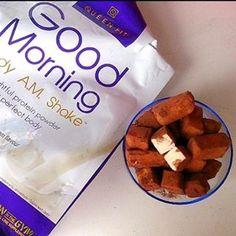 Kolejny przepis i przykład pysznego i zdrowego wykorzystania odżywki białkowej Good Morning! Proteinowe Ptasie Mleczko <3 Czekamy też na Wasze przepisy! :) Co potrzebujemy? Szklanka mleka 1,5% Szklanka jogurtu greckiego 20 g Queen Fit Vanilia 10 g żelatyny Kakao Naturalne  Jak przygotować? Do garnuszka wlewamy mleko i podgrzewamy. Zanim zacznie się gotować, odstawiamy z gazu i powoli dosypujemy żelatynę. Mieszamy aż uzyskamy jednolitą konsystencję. Nie może być grudek! W drugiej misce…