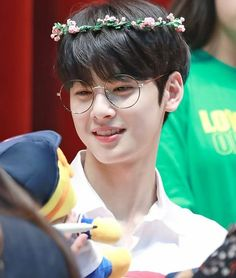 First:my god who ever put him in glasses I love u Second:their comeback killed me I stayed up till 4 am it was worth it 😦🙂👍🏻 Astro Eunwoo, Cha Eunwoo Astro, Korean Star, Korean Men, Korean Actors, Kpop, Kdrama, Jinjin Astro, Astro Wallpaper