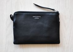 Small leather clutch with simple zip and smooth black leather, by Acne Studios Leather Purses, Leather Bag, Black Leather, Minimalist Bag, Minimalist Fashion, Luxury Handbags, Evening Bags, Michael Kors Jet Set, Purses And Bags