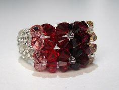 Perlenringe - Ring aus Perlen rot gefädelt - ein Designerstück von CharLen-Dorit bei DaWanda