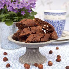 Chokladbiscotti med apelsin och hasselnötter.