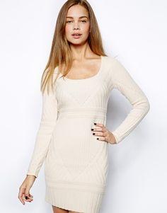 Oh, Katinka, dass könnte gut als Winter-Hochzeitskleid funktionieren: weiß, ein grobes und dennoch elegant: Strickmuster French Connection – Engineered – Pulloverkleid in Rippstrick, € 44,08