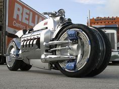 The Dodge Tomahawk is a concept vehicle which was produced by Dodge. The insane potential widowmaker Dodge conceived and subsequently named the Tomahawk was first seen in 2003 at the Detroit Auto Show. Concept Motorcycles, Cool Motorcycles, Dodge Viper, Super Bikes, Tomahawk Motorcycle, Motorcycle Art, Motorcycle Design, Bike Design, Cool Bikes