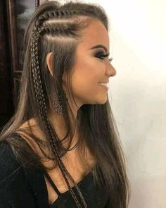 Coiffures tressées (Page Le modèle est l'un des points les plus importants pour vos cheveux. Long Curly Hair, Curly Hair Styles, Side Braids For Long Hair, Braided Hairstyles, Wedding Hairstyles, Summer Hairstyles, Concert Hairstyles, Face Shape Hairstyles, Hair Looks