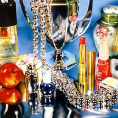 """Audrey Flack """"Chanel"""" Flack creates still life paintings using objects representative of specific individuals. What character trait might each object symbolize? Still Life Photography, Art Photography, Product Photography, Still Life Artists, A Level Art, Photorealism, Hyperrealism Paintings, Gcse Art, Vanitas"""