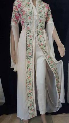 Moroccan Dress, Ethnic Dress, Arabic Dress, Unique Fashion, Womens Fashion, Kurti Designs Party Wear, Batik Dress, Couture, Indian Designer Wear