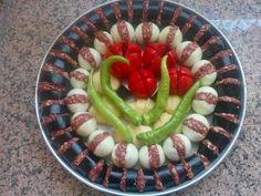 TEPSİ KEBABI MALZEMELER: 6 ADET PATLICAN 12 ADET ORTA BOY BEYAZ SOĞAN 12 ADET YEŞİL BİBER 6 ADET DOMATES 6 ADET PATATES 1 kg.YAĞ... Middle East Food, Middle Eastern Recipes, Meat Recipes, Wine Recipes, Healthy Recipes, Turkish Recipes, Ethnic Recipes, Minced Meat Recipe, Good Food