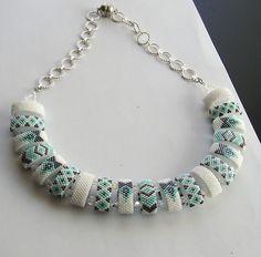 Bead Jewellery, Diy Jewelry, Jewelry Necklaces, Beaded Necklace, Jewelry Making, Bead Crochet Patterns, Beading Patterns, Beading Projects, Beading Tutorials