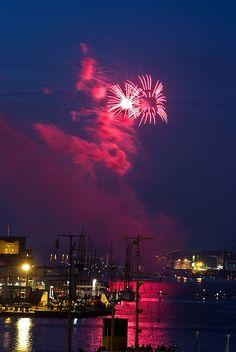 Zur Kieler Woche 2013 werden insgesamt 8 Feuerwerke zu sehen sein. Alle Termine hier: http://www.pyro-xxl.de/company/news/kieler-woche-feuerwerk.html | Foto: Arne List #flickr | CC BY-SA 2.0 http://creativecommons.org/licenses/by-sa/2.0/deed.de